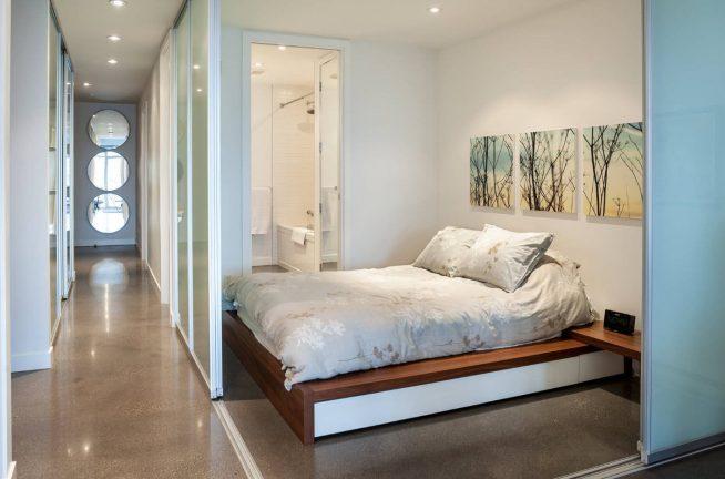 Встроенная спальня, ограниченная подвижными перегородками