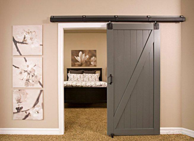 Стильная раздвижная дверь в спальню