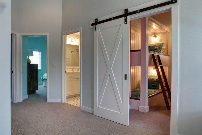 Удобная дверь в детскую спальню
