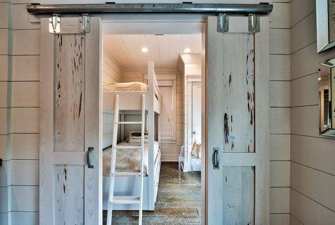 Стильные двери в детскую комнату