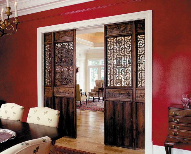 Деревянная раздвижная дверь авторской работы