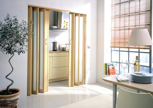 Кухонная дверь, складывающаяся гармошкой