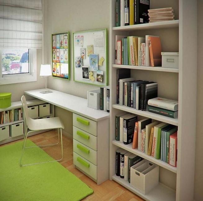 Открытый стеллаж в комнате школьника