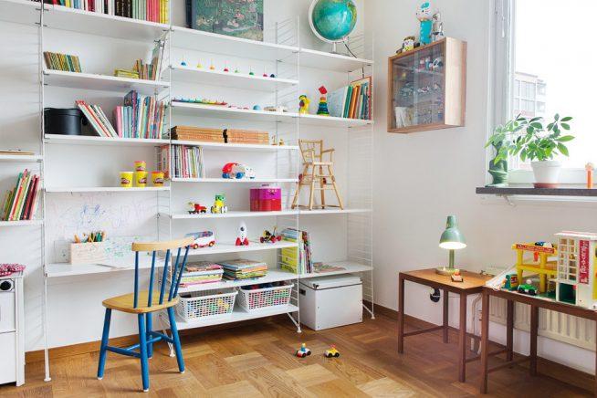 Лёгкий книжный стеллаж с рабочим местом
