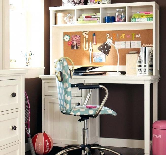Компактый, но удобный стол для подростка