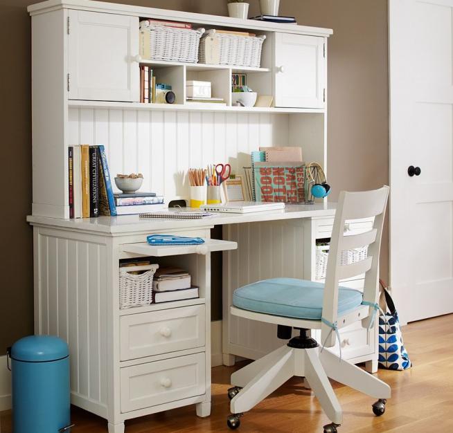 Современный стол-бюро для школьника
