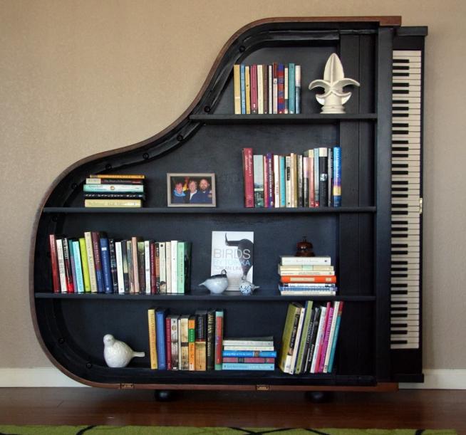 Стеллаж в форме рояля
