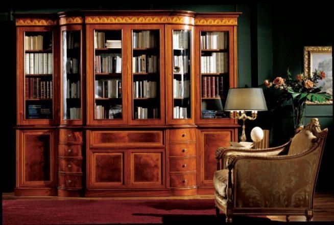 Антикварный книжный шкаф