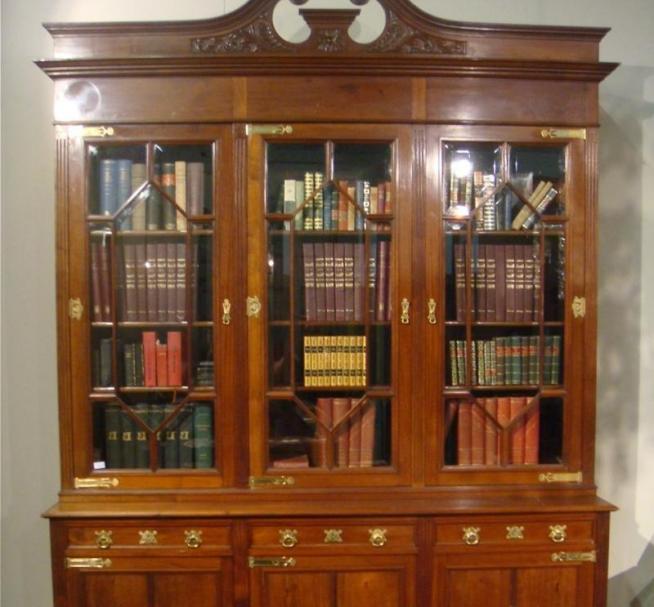 Старинный шкаф XVIII века