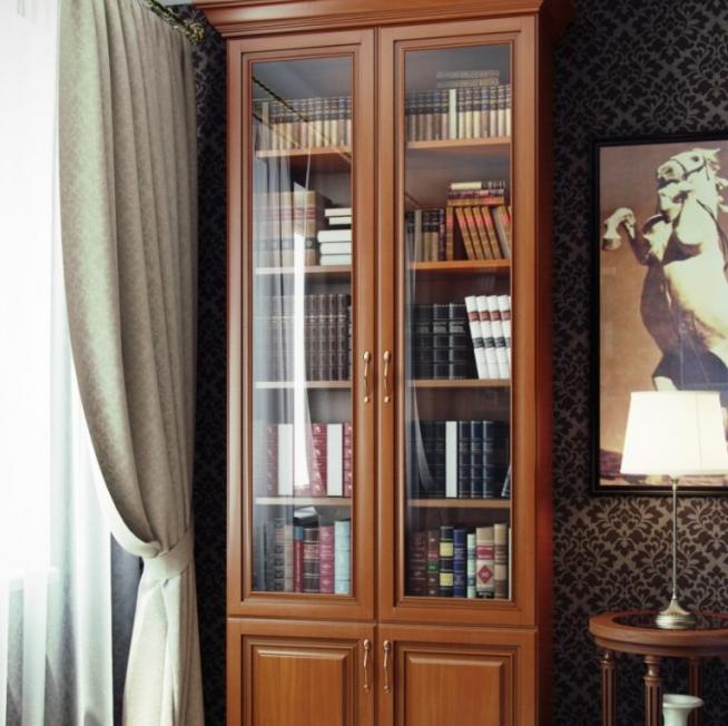 Высокий отдельно стоящий шкаф