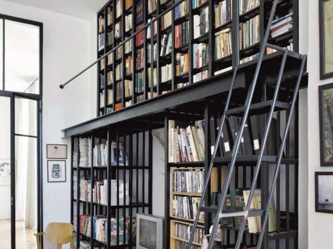 Оригинальная конструкция домашней библиотеки