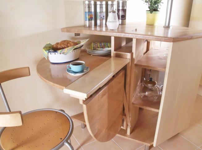 Оригинальная конструкция раскладного стола