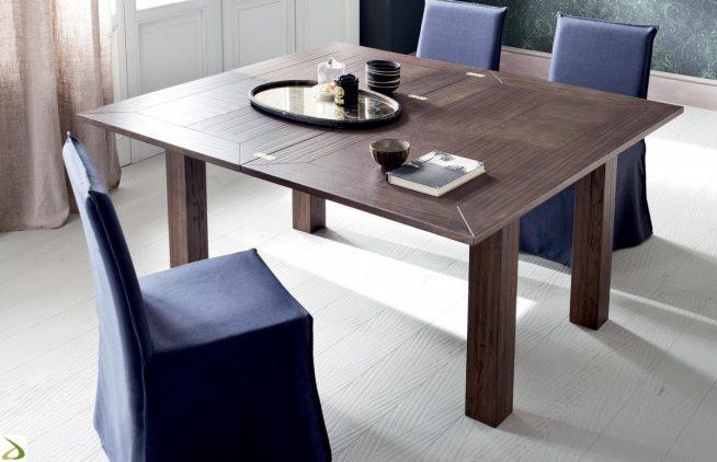 Добротный деревянный складной стол