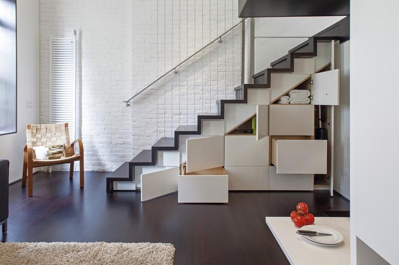 Как рационально использовать пространство под лестницей: 20 идей