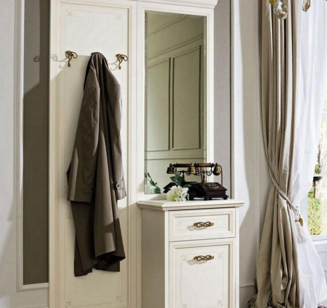 Мебельный комплект с вешалкой в классическом стиле