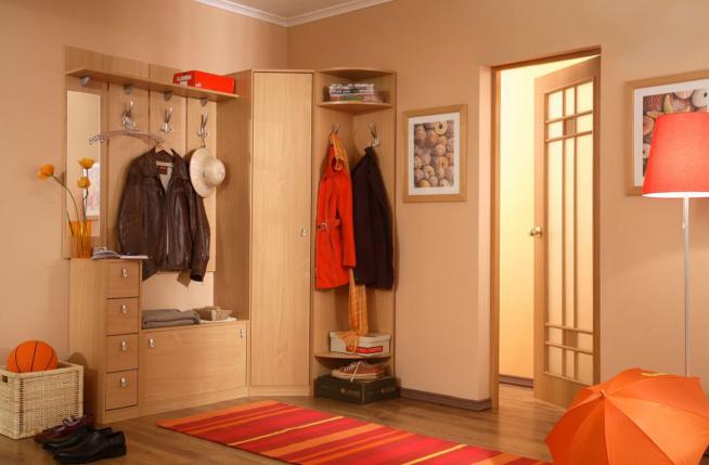 Угловой мебельный гарнитур традиционного исполнения