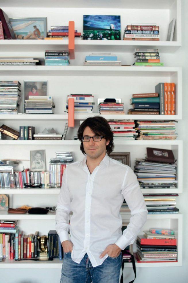 Андрей Малахов в своей квартире