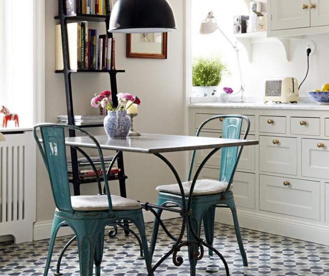 Красивые стулья для маленькой барной стойки