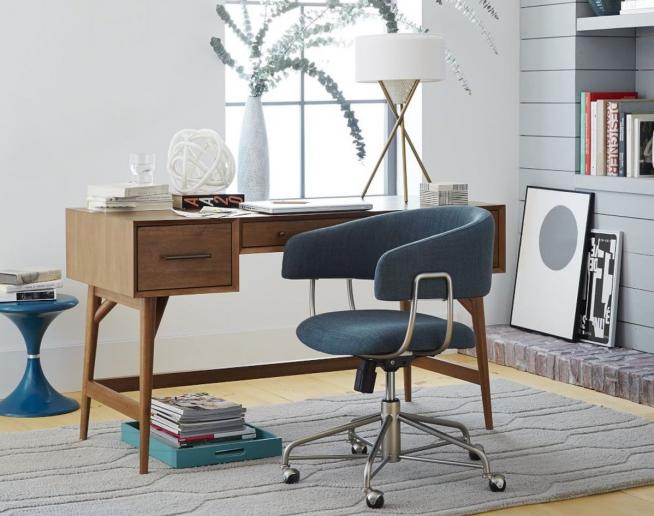 Вариант рабочего стула, гармонирующего с цветовой гаммой комнаты
