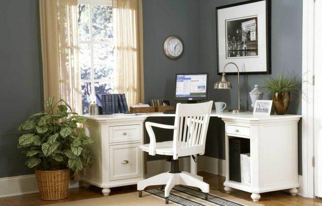 Стильный белый рабочий стул