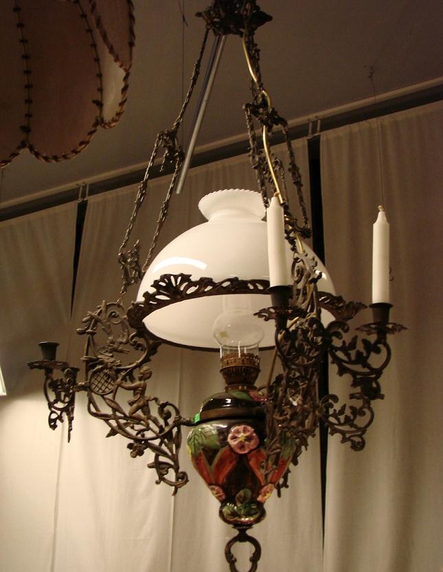 Люстра старинная под керасиновую лампу