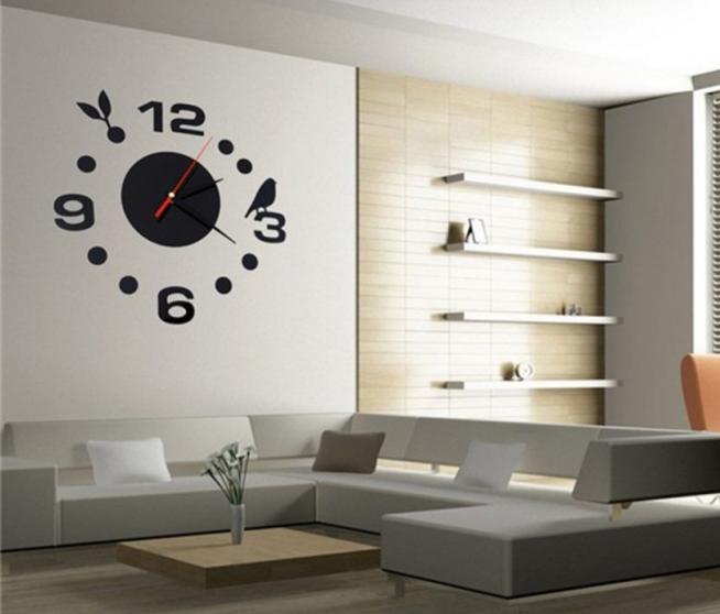 Эффектные часы в интерьере современной квартиры