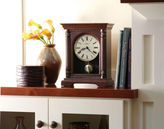 Часы традиционного дизайна