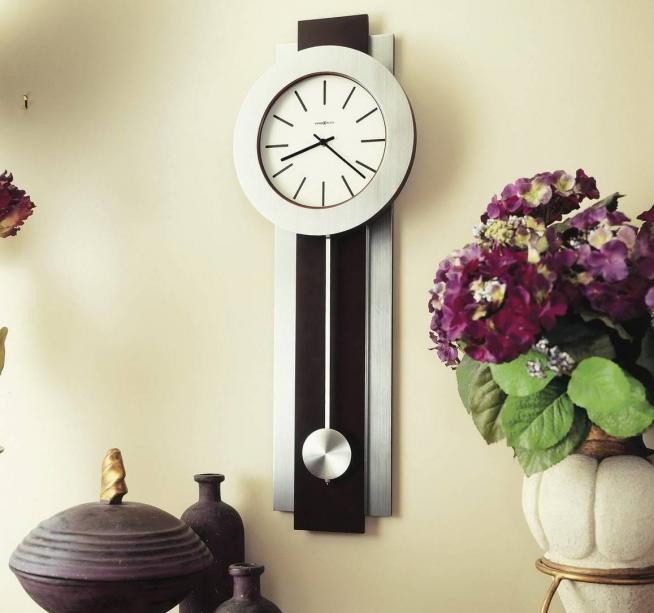 Традиционные, но эффектные часы с маятником
