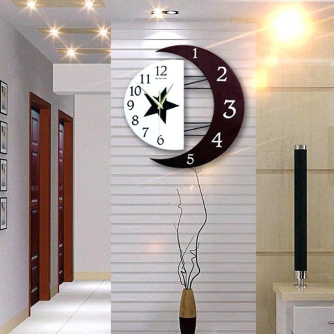 Авторские часы в форме месяца