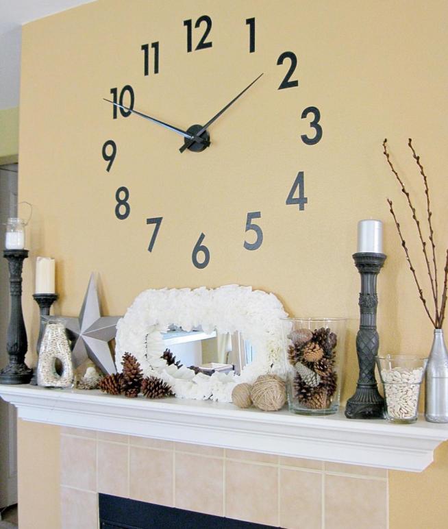 Стильный новогодний дизайн каминной полки с оригинальными часами