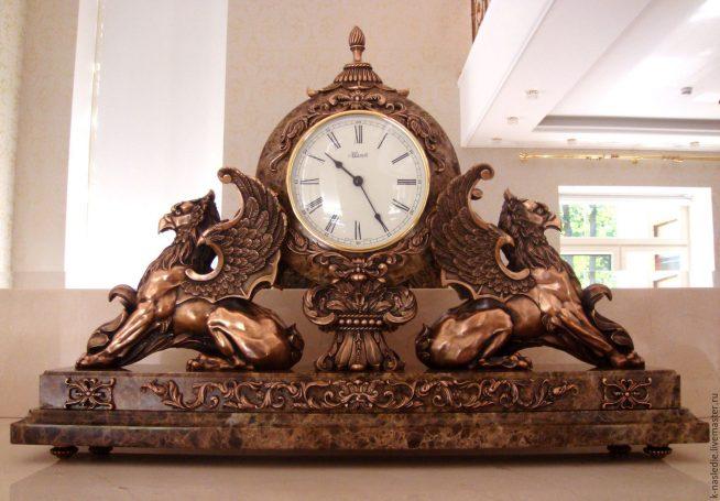Большие каминные часы