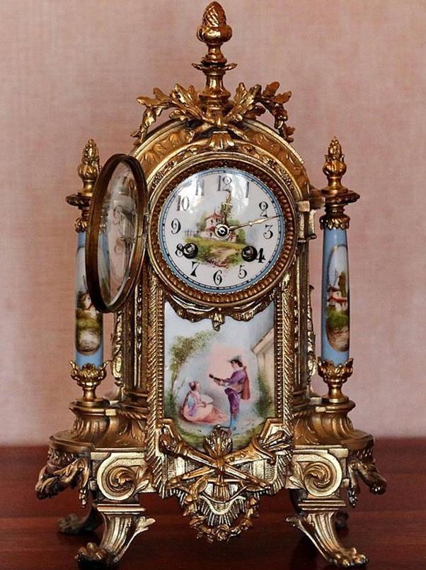 Изысканные часы в стиле барокко