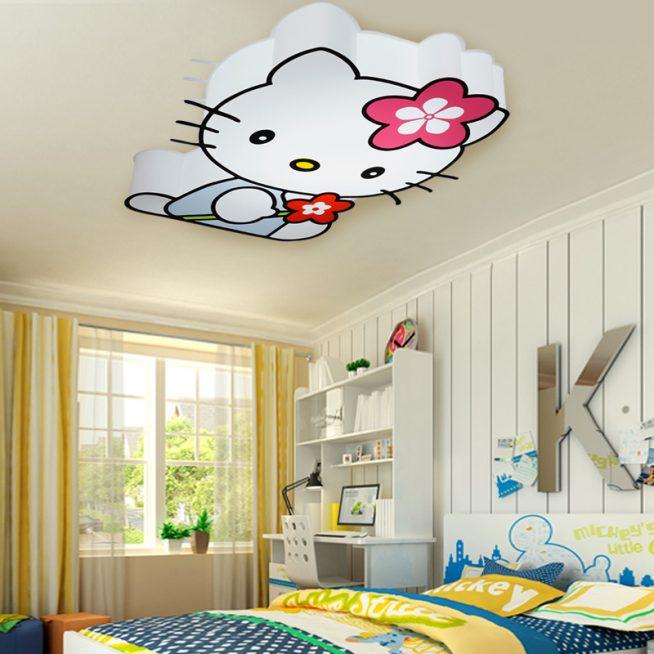 Потолочный светильник в комнате девочки
