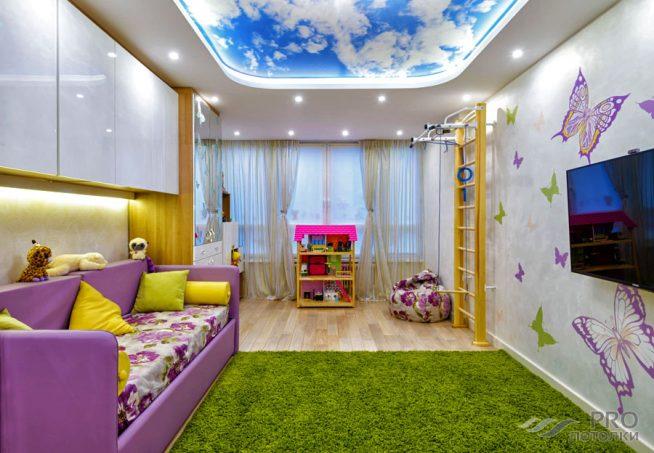 Освещение детской комнаты точечными светильниками на потолке