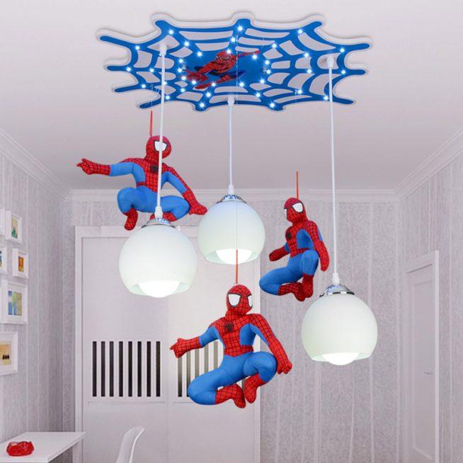 Люстра с фигурками человека-паука