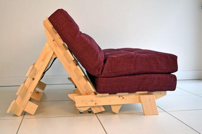 Кресло-трансформер на деревянном основании