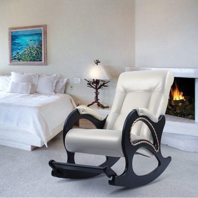 Кресло-качалка традиционного дизайна