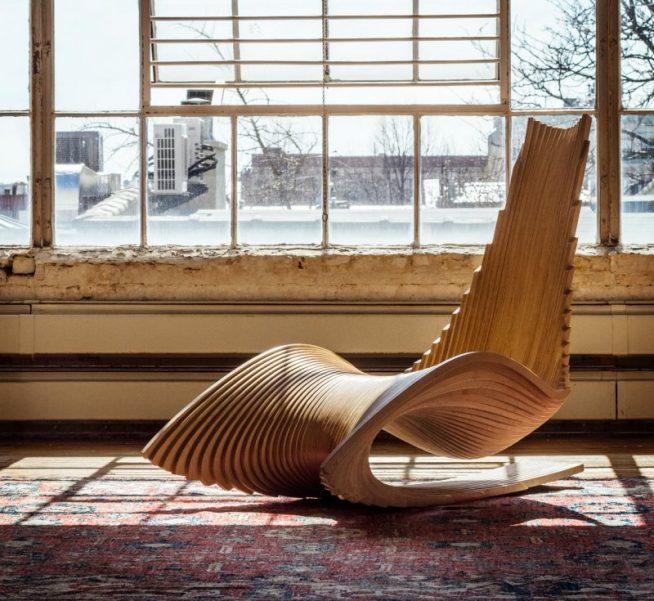 Необычное деревянное кресло-качалка авторского дизайна