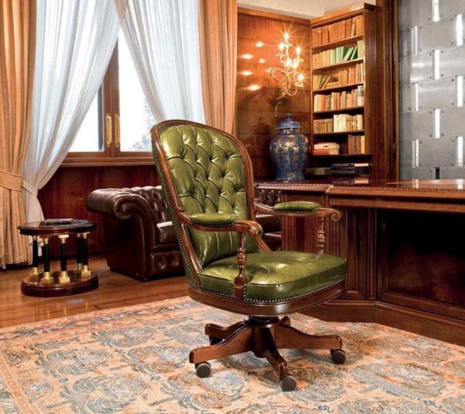Эффектное рабочее кресло классического дизайна