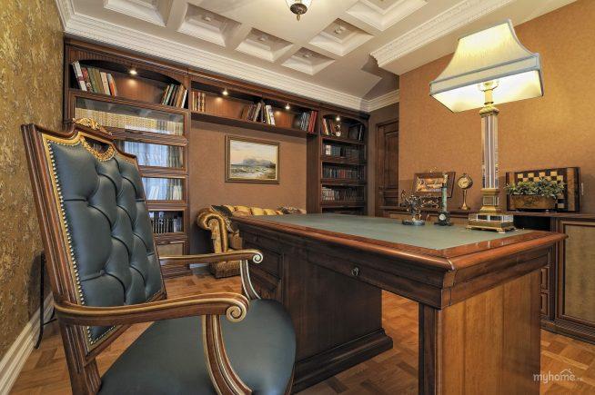 Кабинет и кресло классического дизайна