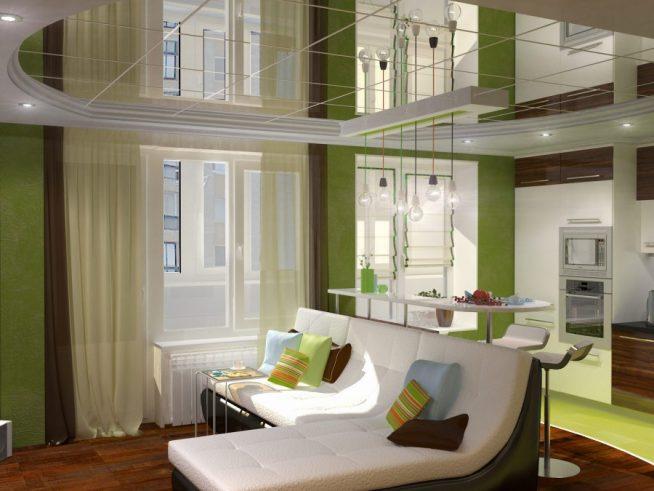 Зеркальный потолок в небольшой квартире-студии