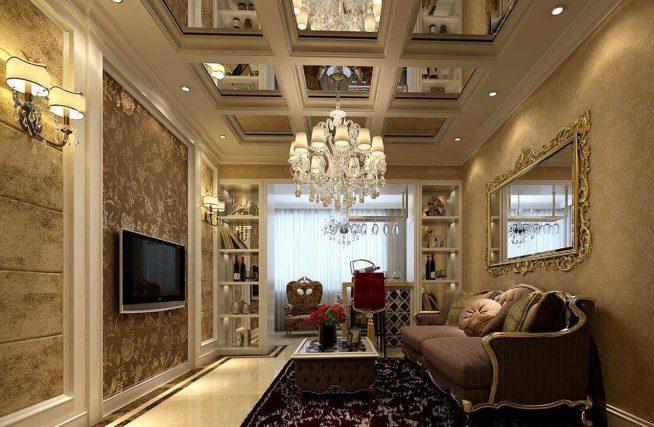 Зеркальный потолок в гостиной классического дизайна