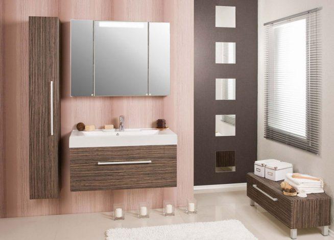 Эффектная мебель в ванную комнату с зеркальным шкафом