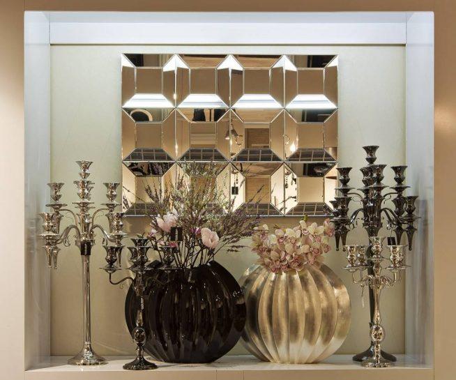 Оформление стенной ниши зеркалом и свечами