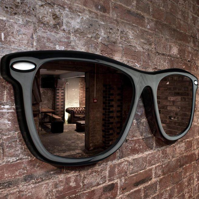 Зеркало в винтажном стиле в прихожей