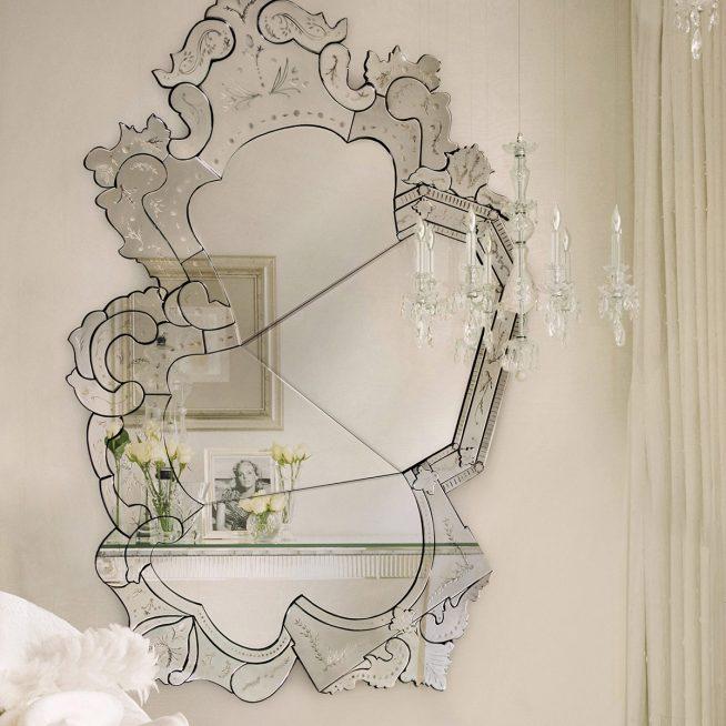 Изысканное венецианское зеркало в старинном стиле