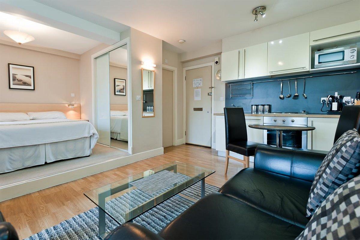 Дизайн квадратной квартиры студии