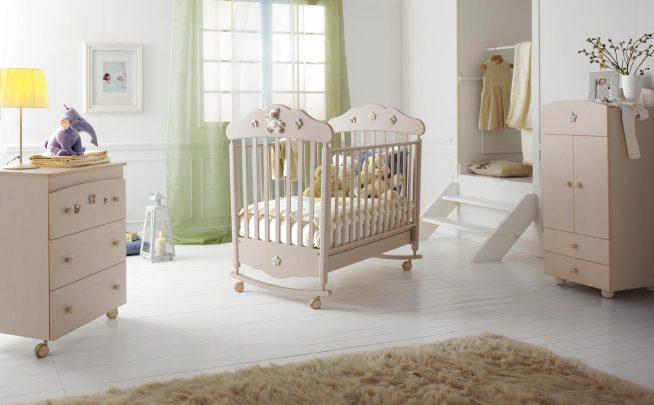 Кроватка для новорождённой девочки