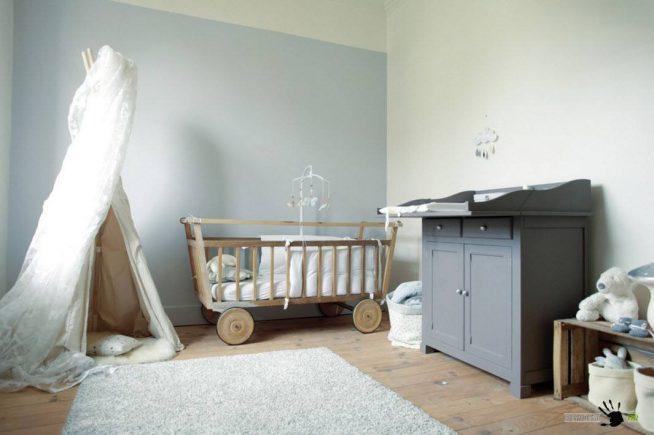 Оригинальная деревянная кроватка авторского исполнения