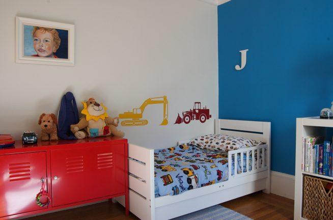 Небольшая кровать для детей младшего возраста